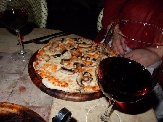 American Colony Hotel Arabesque Restaurant : Pizza