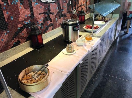The Royal Hawaiian, a Luxury Collection Resort : Royal Hawaiian: Breakfast at the Mailani Lounge