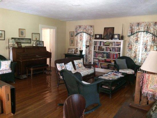 Old Sea Pines Inn: Fun common room.