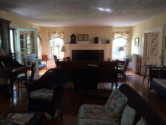 Old Sea Pines Inn: Common room.