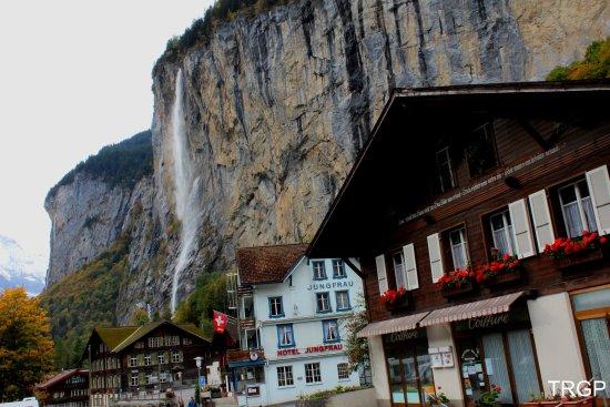 Lauterbrunnen Valley Waterfalls: trummelbachfalle4_large.jpg