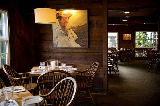 Makawao Steak House : Enjoy the warm upcountry atmosphere along with the artwork by Hawaiian artists as you dine