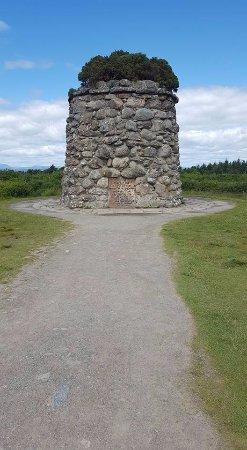 Culloden Battlefield: Memorial Monument