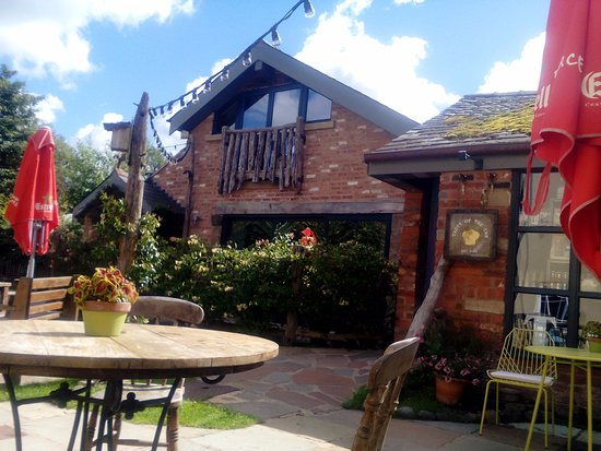 Little Eccleston, UK: River House and rear garden