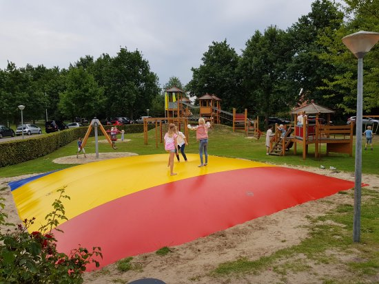 Tubbergen, Países Bajos: Outdoor playground in front of the restaurant