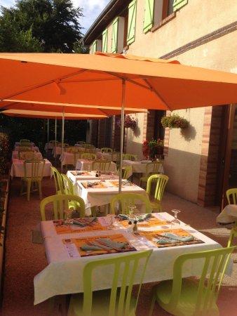 La Rothiere, France: terrasse du restaurant