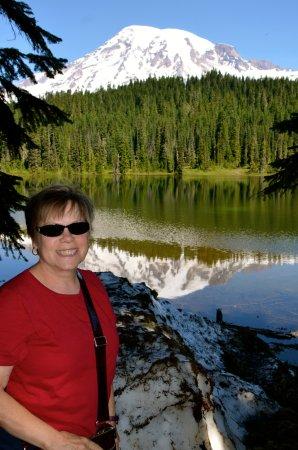 Paradise Loop : Anita poses at Reflection Lake.