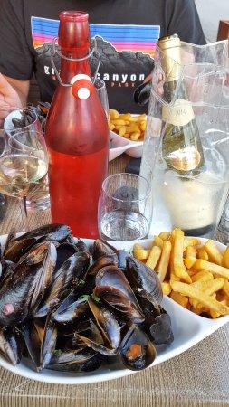 La Grande Brasserie Salle 14: Moules marinieres et frites avec mayonnaise