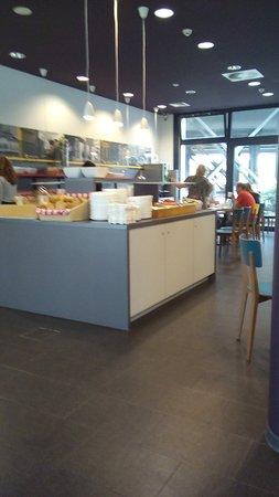 MEININGER Hotel Berlin Hauptbahnhof: dining area