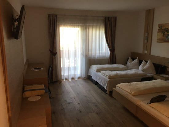 Chiusa, Italy: Room and view