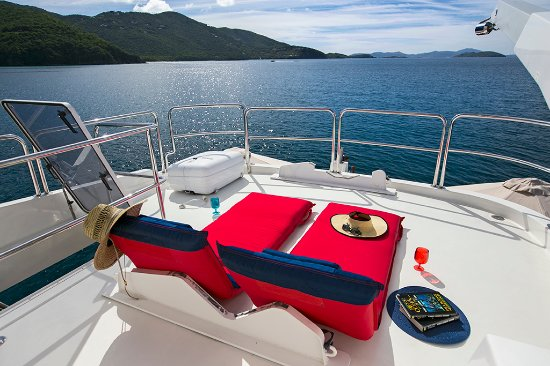 Blue Mystic Charters: Flybridge Lounges 
