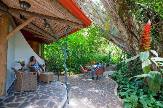 Santa Barbara, Kosta Rika: the enormous private patio of El Ranchito Master Suite