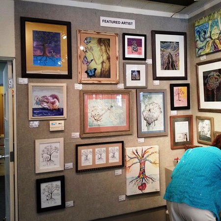 Redlands, Kalifornia: Featured artist display