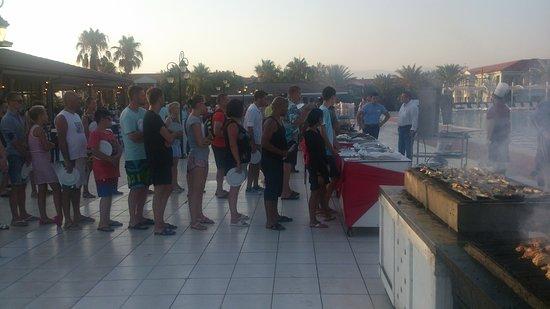 Euphoria Palm Beach Resort: очереди за мясными блюдами