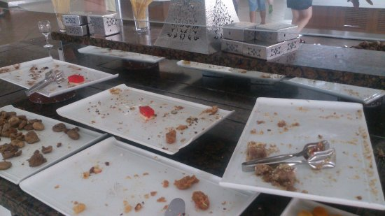 Euphoria Palm Beach Resort: до конца обеда еще 30 мин, а еды больше не принесут(((
