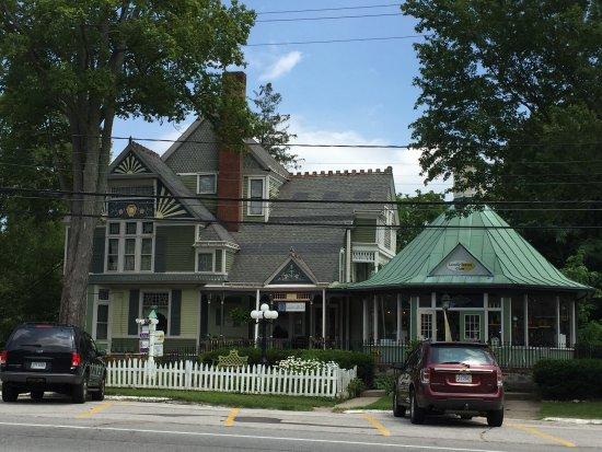 Burton, Огайо: Quintealias.