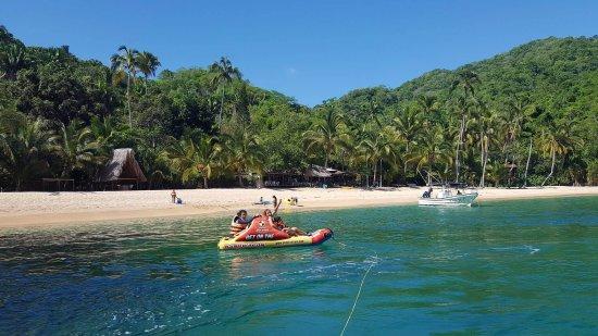 Mismaloya, เม็กซิโก: Playa de Majahuitas. Bungalows en renta restaurant, tres comidas al dia.