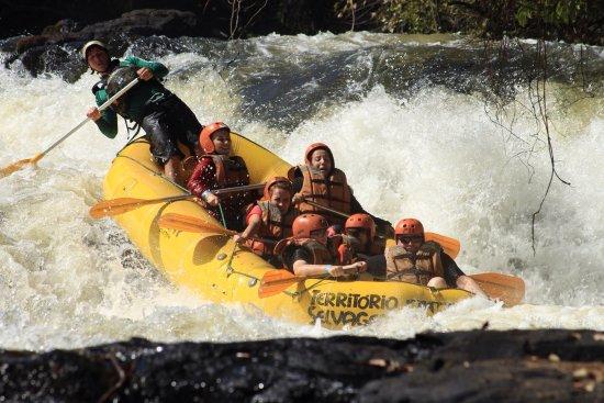 Brotas, SP: Descida no rio jacaré pepira com a equipe do território selvagem, condutor Felipe.