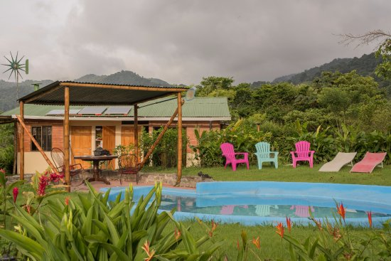 Essence Arenal Boutique Hostel: Pool area at the farm
