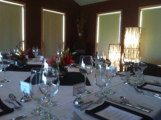 เมดิซินแฮต, แคนาดา: Formal Dinner Party