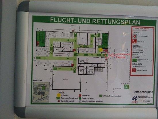 Plon, Germany: Fluchtplan zeigt verschlossene Eingangstür als Notausgang