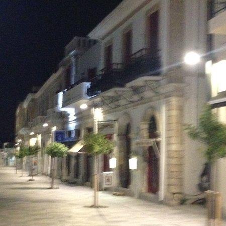 Kiniras Hotel: Outside late night