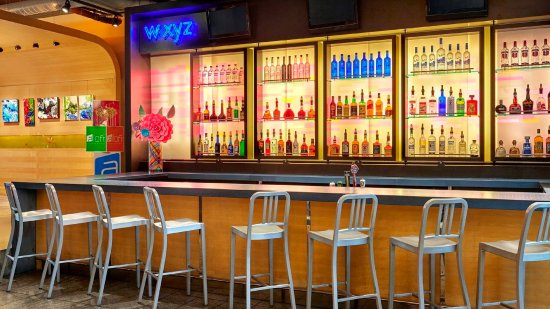East Elmhurst, Estado de Nueva York: WXYZ Bar