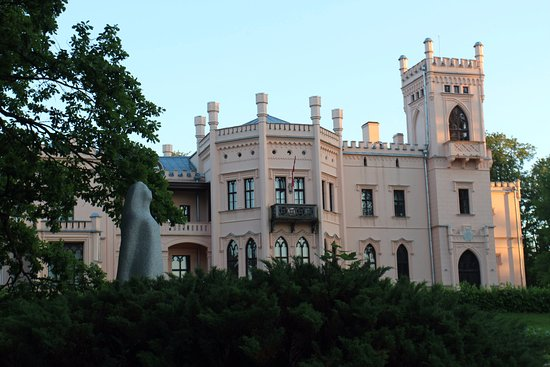Aluksne Castle-ruins, Manor and Park: The Aluksne manor house and museum building