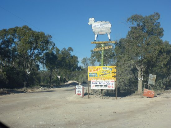 Walgett, Australia: Directional Sign to Sheepyard Inn Hotel