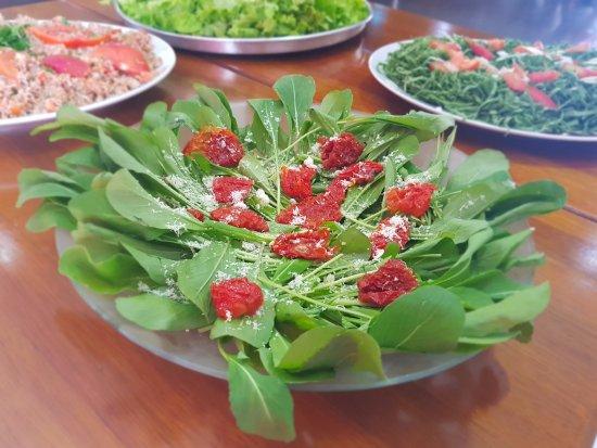 Jarinu, SP: salada de rúcula com tomate seco