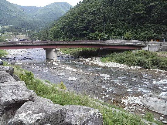 Gero, Japan: 橋の上から鮎が見えます。
