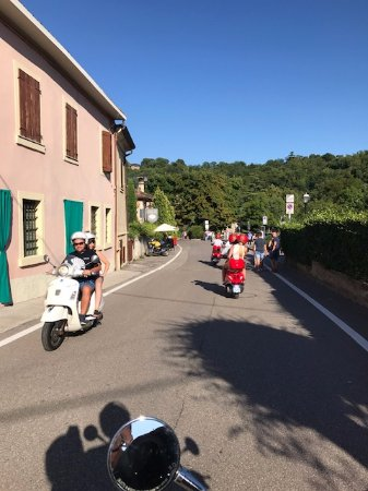 Сона, Италия: Scooters adventure in Verona Italy