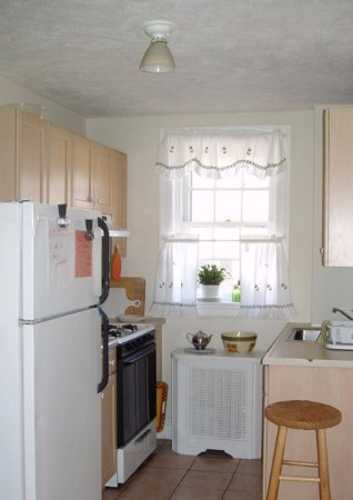 Bryn Mawr, PA: Kitchen in Suite A
