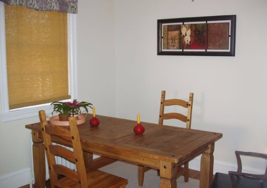 Bryn Mawr, PA: Dining Room in Suite A