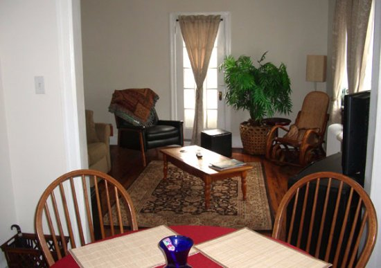 Bryn Mawr, PA: Living Room in Suite B