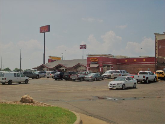 Golden Corral Buffet & Grill in Cape Girardeau, MO with plenty of parking.