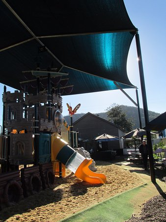 Esk, Australia: Amazing childrens playground at the back