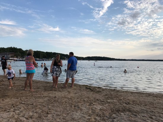 Pewaukee, WI: Beautiful strip of beach with nice swimming area