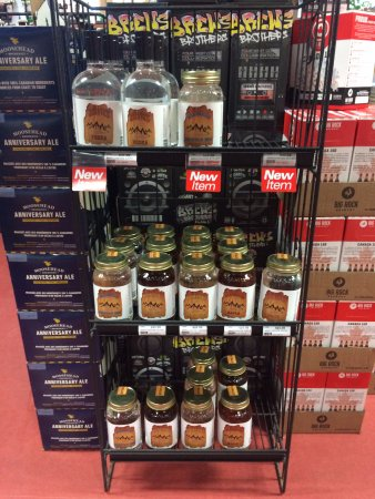 Sicamous, Καναδάς: Rack at Hideaway Liquor store in Salmon Arm