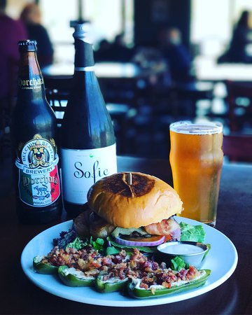 แฟร์ฟิลด์, แคลิฟอร์เนีย: Mushroom and Swiss Burger with bacon and Classic Jalapeño Poppers. Craft beer bottles available.