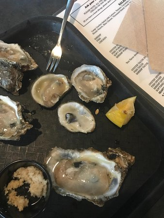 Gulf Breeze, Флорида: Tiny oysters at Dave's OYSTER Bar and Grill