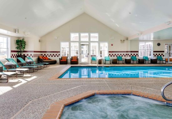 Auburn, ME: Indoor Pool & Hot Tub