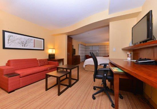 Westampton, NJ: One-Bedroom Queen/Queen Junior Suite