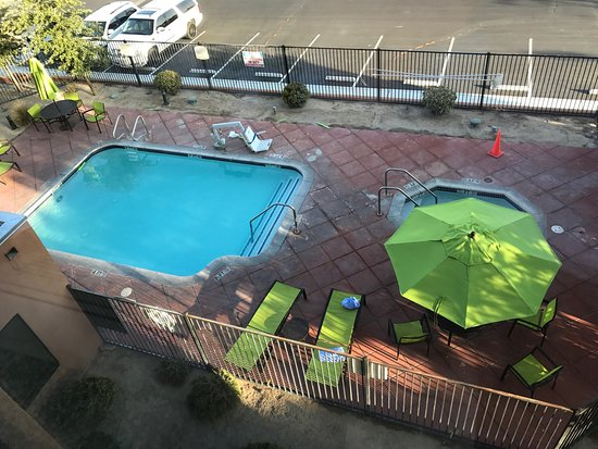 Ridgecrest, CA: Pool spa area