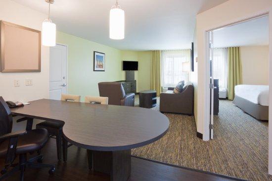 Bemidji, MN: One Bedroom King Suite