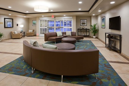 Bemidji, MN: Relax or meet with friends in our spacious Lobby Lounge.