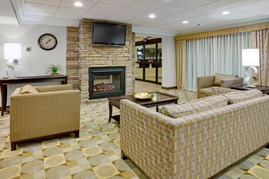 Holiday Inn Express Wilkes Barre East: Guest Lounge