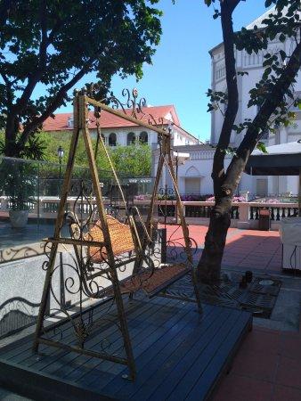 Bugis, Singapore: Enjoy a little swing