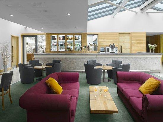 Good Farnham Estate Spa And Golf Resort: The Botanica Lobby Bar