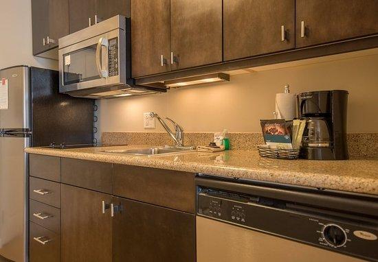 Orem, UT: Studio King Suite - Kitchen